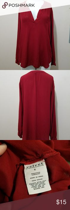 """Velvet by Graham& Spencer V Neck Blouse Size Small, would fit a medium Lightweight,  pullover tunic 22"""" across chest  23"""" long Great condition,  wrinkles easily. Velvet by Graham & Spencer Tops Tunics"""