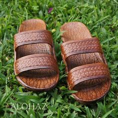 The original Pali Hawaii Classic Sandals, our most popular Hawaiian sandal! Also known as the Hawaiian Jesus Sandals & Jandals, these are great for men & women. Soft flexible sandals feature an air pocket foot bed & two weave-pattern straps. Casual & comfortable, the perfect footwear for your