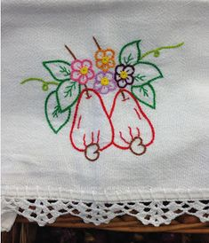 OFICINA DO BARRADO Embroidery Flowers Pattern, Machine Embroidery Patterns, Hand Embroidery Designs, Ribbon Embroidery, Embroidery Stitches, Baby Applique, Crochet Diy, Craft Stick Crafts, Cross Stitch Designs