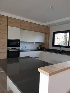 Kitchenette, Küchen Design, Etiquette, Bordeaux, Sweet Home, Kitchen Cabinets, Rooms, Decoration, House Styles