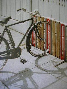 bike rack from old pallets.be really cool to paint the American flag on it! Creative DIY bike storage racks to solve the Pallet Bike Racks, Diy Bike Rack, Bike Storage Rack, Bicycle Rack, Garage Storage, Outdoor Bike Storage, Storage Stairs, Patio Storage, Garage Organization