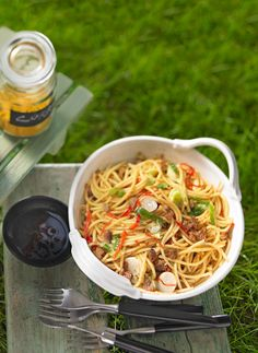 Asian spaghetti salad with tofu and spring onions - Dinnerrecipeshealthy sites Asian Spaghetti, Spaghetti Salad, Pasta Recipes, Vegan Recipes, Delicious Recipes, Vegetable Noodle Soup, Tofu, Party Salads, Food Inspiration