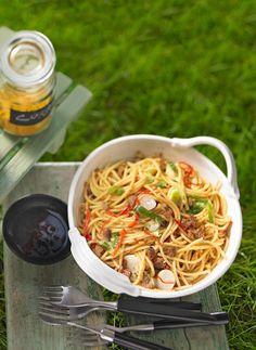 Asiatischer Spaghettisalat mit Tofu und Frühlingszwiebeln