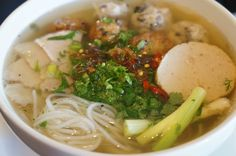 Bun Moc (Vermicelli noodle soup with mushroom meatballs)
