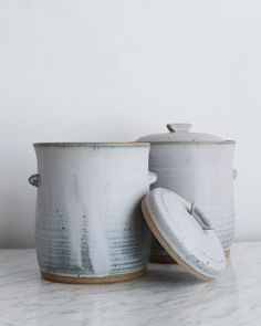 Made of durable stoneware, this fermentation crock is practically foolproof when it comes to ensuring a well aged, mouth puckering vegetable. Constructed with a deep water lock moat around the opening Fermenting Jars, Fermentation Crock, Kimchi, Fixer Upper Kitchen, Stoneware Crocks, Pickle Jars, Hand Thrown Pottery, Slow Living, Farmhouse Kitchen Decor