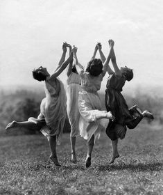 Best Modern Dancing Photography Freedom Ideas You are in the right place about Danc Dance Photography, Vintage Photography, White Photography, Old Photos, Vintage Photos, Wicca, Foto Fantasy, Louise Brooks, Witch Aesthetic