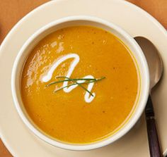 Quick Curry Carrot Soup - Grimmway Farms I use butternut squash in this aswell and sprinkle some bacon you'll love it. Curried Carrot Soup, Carrot Curry, Autumn Squash Soup Recipe, Healthy Soup, Healthy Recipes, Ninja Recipes, Chili Soup, Chicken Soup Recipes, Soup And Salad