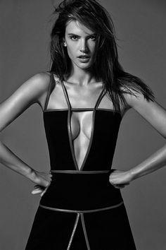 Alessandra Ambrosio | Inspiration for Photography Midwest | photographymidwest.com | #pmw #photographymidwest