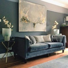 25 color ideas for elegant living room walls that match furniture - # check m . 25 color ideas for elegant living room walls that match furniture - # check more at Wohnzimmer.USTA GİREMEZ: COZY LIVING ROOMS & BEYAZ K. Elegant Living Room, New Living Room, Living Room Sofa, Living Room Interior, Living Room Furniture, Living Room Decor, Blue Velvet Sofa Living Room, Dark Walls Living Room, Small Living