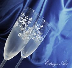 Hand painted wedding flutes, winter wedding, snowfakes, christmas gift, personalized, gift couple, anniversary, champagne glasses, set of 2