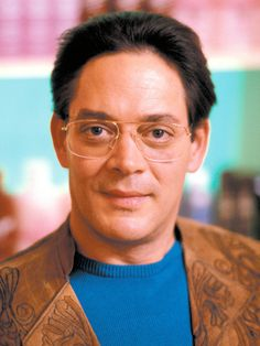 Raul Julia (March 1940 - October American-Puerto Rican actor (o. from the Addams Family-movies). Sean Penn, Merle Oberon, Catherine Deneuve, Famous Latinos, Raul Julia, Puerto Rico History, Pokerface, Celebrity Deaths, Thanks For The Memories