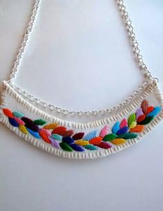 Embroidered necklace multicolored laurel leaf design on a silver chain with… Diy Fabric Jewellery, Textile Jewelry, Embroidery Fashion, Embroidery Jewelry, Fashion Jewelry, Women Jewelry, Handmade Jewelry Designs, Bijoux Diy, Artisanal