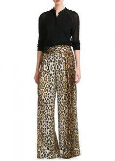 Cómo conjuntar los pantalones anchos, palazzo y baggy pants: Fotos de los modelos Printed Pants Outfits, Leopard Print Outfits, Leopard Print Pants, Animal Print Outfits, Animal Print Fashion, Fashion Mode, Fashion Pants, Women's Fashion Dresses, Urban Fashion