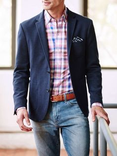 Incorporating light denim is a surefire way to create contrast within your outfit (a key to dressing well). We recommend tossing yours on with a dark sport coat or blazer for a comfortable and casual office look. #mensjeansguide #MensFashionBlazer