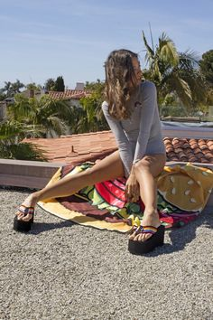 Platform Flip Flops, Wedge Flip Flops, Flip Flop Shoes, Platform High Heels, Barefoot Girls, Senior Girl Poses, Cool Summer Outfits, Sexy Legs And Heels, Sexy Sandals
