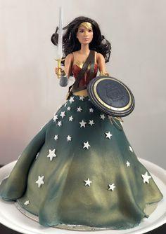 Wonder Woman cake. Dolly varden. Wonder Woman Cake, Wonder Woman Birthday, Wonder Woman Movie, Superman Wonder Woman, Girl Birthday, Birthday Ideas, Dolly Varden Cake, Comic Art Girls, Doll Cakes