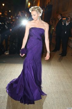 Princess Charlene of Monaco arrives at a Ralph Lauren Collection Show and private dinner at Les Beaux-Arts de Paris on October 2013 in Paris, France. On this occasion Ralph Lauren celebrates the. Get premium, high resolution news photos at Getty Images Princesa Charlene, Fürstin Charlene, Princesa Grace Kelly, Monaco Charlene, Kelly Monaco, Glamour, Royal Fashion, Fashion Show, Suit Fashion
