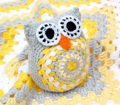 hopscotch lane: More Yellow owl. Pattern by ATERGcrochet - I loooooove that spiral. Crochet Owls, Crochet Amigurumi, Crochet Motifs, Crochet Granny, Cute Crochet, Baby Blanket Crochet, Crochet For Kids, Crochet Animals, Crochet Crafts