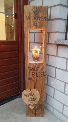 Holzlaterne mit gebranntem Text und Holzherz Wooden lantern with burned text and wooden heart