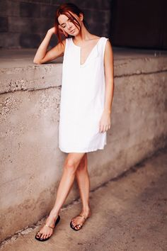 A simple white shift #dress so perfect for any day! From http://seaofshoes.com/sea_of_shoes/2014/06/white-shift.html