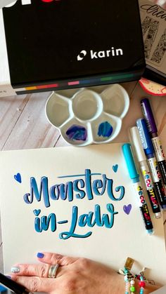 Hand Lettering Art, Hand Lettering Tutorial, Diy Home Crafts, Sewing Crafts, Canvas Painting Designs, Crazy Funny Videos, Doodle Drawings, Letter Art, Art Tips