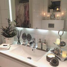 ✨have a great evening ✨ ha en fin kveld i dag fikk jeg ryddet såpass på klessrommet at døra ifra badet kunne stå oppe men jeg har innsett det er for fullt til noen gang bli ordentlig ryddig #mm_interior #ninterior #homeamour #interior4u #interiormagasinet #interior9508 #interior_and_living #interior4you1 #interiorforinspo #interiorharmoni #interior4all #interior_design #interior125 #charminghomes #classyinteriors #shabbyyhomes #inspire_me_home_decor #interior123 #the_real_hous...