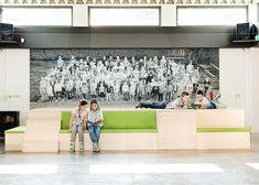 Re-styling basisschool-ontwerp podium voor toneel/zitelement en opbergruimte. www.jolandaknook.nl