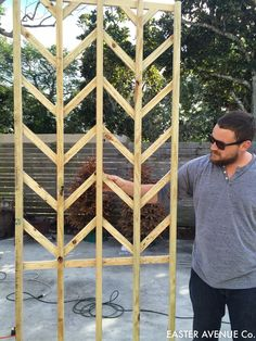 building a tall outdoor chevron herringbone lattice for gardening and planters Easter Avenue Co on Remodelaholic Clematis Trellis, Wall Trellis, Wooden Trellis, Trellis Fence, Diy Trellis, Hops Trellis, Privacy Trellis, Tomato Trellis, Deck Trellis Ideas