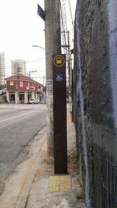 Novos pontos de ônibus de São Paulo geram polêmica: são bonitos, elegantes, mas pecam no conforto, reclamam usuários. Veja também uma galeria com abrigos pelo mundo afora