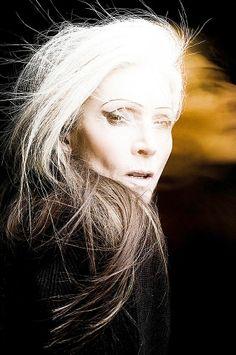 Eveline Hall.....love that hair
