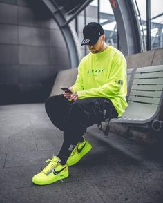 Neon 25 Looks para se inspirar na Tendência Recommended For You Neon Outfits, Swag Outfits Men, Stylish Mens Outfits, Mode Streetwear, Streetwear Fashion, Urban Fashion, Mens Fashion, Parisian Fashion, Bohemian Fashion
