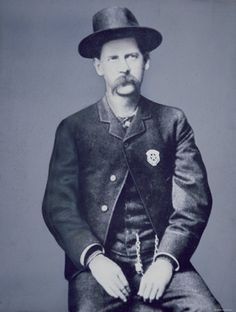 Wyatt Berry Stapp Earp (March 1848 – January was an American Old West lawman and gambler in Cochise County,. Old West Outlaws, Old West Photos, Cowboys And Indians, Real Cowboys, Into The West, The Lone Ranger, American Frontier, Le Far West, Old Pictures