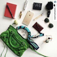 WHAT'S IN MY BAG #whatsinmybag What In My Bag, What's In Your Bag, What's In My Purse, My Style Bags, Balenciaga Bag, Inside Bag, Busy Bags, Girls Bags, You Bag