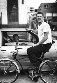 Brad Pitt in New Orleans filming Interview with a Vampire. The film was shot at night so he spent his days exploring the city by bike. His time there spurred a twenty year love affair with the city that continues today ~ Brad Pitt Pictures, Beautiful Men, Beautiful People, Photo Vintage, Vintage Cars, Cycle Chic, Hommes Sexy, Famous Faces, Belle Photo