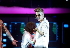 Justin Bieber Apologizes to London Fans for Show Delay causes due to 'Technical Issues'