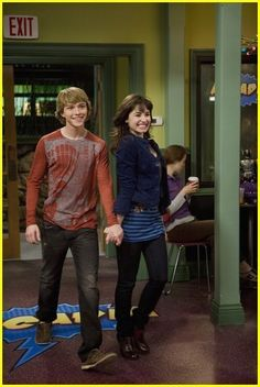 Sonny With A Chance Episode With A Chance of Dating - demi-lovato Screencap Hannah Montana, Icarly, Demi Lovato, Chad Dylan Cooper, Cute Celebrity Couples, Sweet Couples, 2000s Tv Shows, Old Disney Movies, Sterling Knight