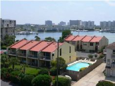 VRBO.com #484246 - Aug Dates Open Destin Harbor Town Home with Boat Slip and Private Beach Access. Nice but not near the beach