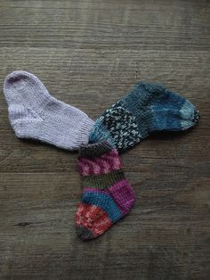 """The """"Perfect"""" Baby Sock Pattern - [Knits In By Denine] Knitted Socks Free Pattern, Baby Sweater Knitting Pattern, Baby Knitting Patterns, Baby Patterns, Knitted Baby Socks, Knitted Hats, Knitting For Kids, Loom Knitting, Knitting Socks"""