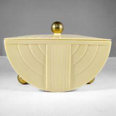 Art Deco bakelite G.E. box in rare all ivory