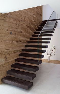 Modern Staircase Design Ideas - Stairs are so usual that you don't give them a doubt. Check out best 10 instances of modern staircase that are as magnificent as they are . Home Stairs Design, Interior Stairs, Modern House Design, Cantilever Stairs, Staircase Railings, Staircase Remodel, Staircase Ideas, Glass Stairs, Floating Stairs
