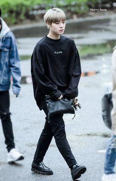 Wanna-One - Park Jihoon Kim Jaehwan, Memes, Jinyoung, Airport Style, Parks, Cute Boys, Got7, Learn Korean, Kpop