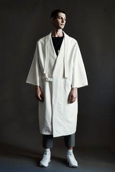 Noemie Al Homsi kimono jacket oversized menswear statement kimono jacket oversized menswear statement white Haut Kimono, African Men Fashion, Mens Fashion, Fashion Menswear, Summer Wedding Menswear, Vetements Clothing, Coat Outfit, Dr Martens Outfit, Mode Costume