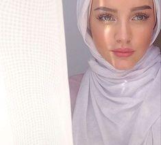Muslim Fashion 359936195218580161 - girl, hijab, and arab image Source by keberahmatagmai Modest Fashion Hijab, Modern Hijab Fashion, Muslim Fashion, Street Hijab Fashion, Hijab Elegante, Hijab Chic, Beautiful Muslim Women, Beautiful Hijab, Arab Girls