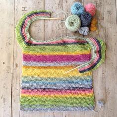 Oppskrift nr. 1960 (Rillestrikket genser) er kjapp og enkel å strikke, og perfekt til restegarn. | Nøstebarn
