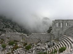 Las ruinas de Güllük Dagi en Turquía, te atraparán con su misterioso y fascinante ambiente.  ¡No dejes de #viajar!