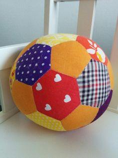 Sara kan själv - Sy boll till baby, gratis mönster. DIY