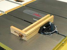 Woodworking Jigs   Thread: Shop-made Jig - Small parts Miter-Gauge Clamp (Pictures) adaptador para cortar piezas pequeñas