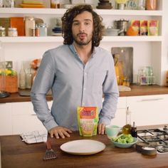 cooking tips - Healthy, quick and easy Uncle Ben's and Joe Wicks bring you a tasty medley of meals that can be put together in minutes There are 5 Healthy Meals Made Easy to choose from, including Turkey Chilli and Chicken and Spinach Curry Click he Cooking Videos Tasty, Easy Cooking, Healthy Cooking, Food Videos, Cooking Recipes, Recipe Videos, Pasta Recipes, Healthy Eating Recipes, Low Calorie Recipes