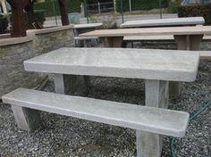 Disponibili in sede diversi modelli di tavoli in pietra naturale comprensivi di panche