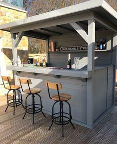 Outdoor Garden Bar, Outdoor Tiki Bar, Outdoor Kitchen Bars, Backyard Bar, Backyard Patio Designs, Outdoor Kitchen Design, Outdoor Bars, Outdoor Bar Areas, Rustic Outdoor Bar